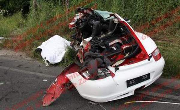 i think that is a body with a blanket over it next to the car so i am guessing it was fatal this happened in italy