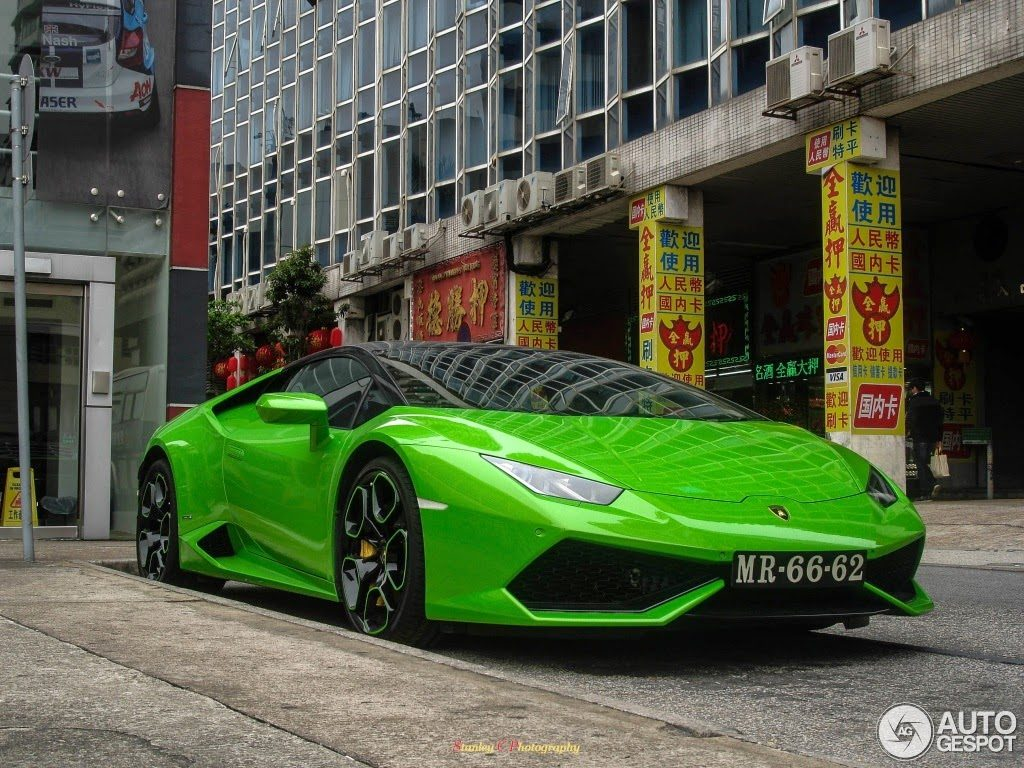 that it sure does and with the rims finished in the two tone colors too this is one damn good looking baby bull - Lamborghini Huracan Green Black Rims