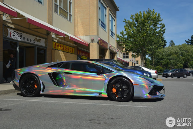 Toy Cars That You Can Drive >> Lamborghini Aventador Spotted In Mind-Warping Holographic Wrap